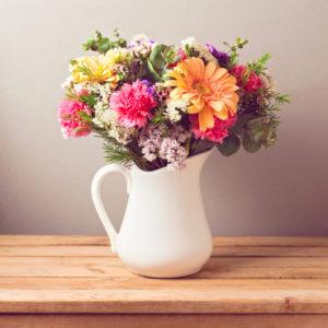 Jak udekorować dom kwiatami? Kwiaty przez internet