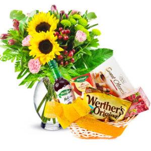 Kosze prezentowe : Słodkości i kwiaty – to idealne połączenie